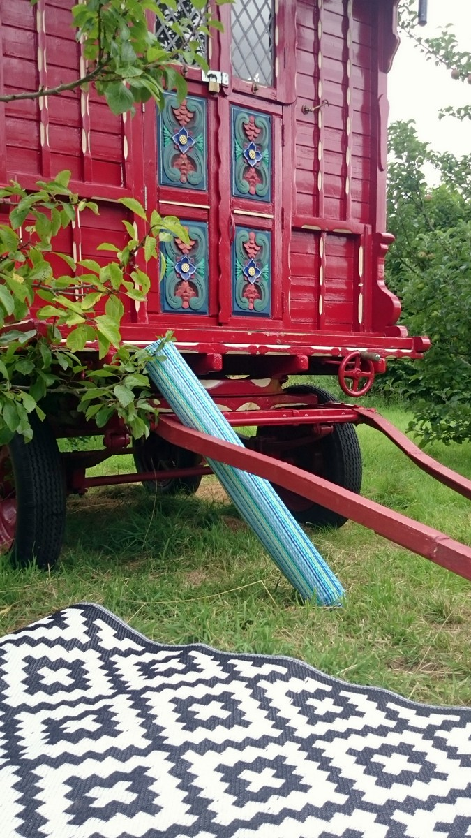 Camping Turns Into Glamping With A Green Decore Outdoor Rug Glossy Glamping